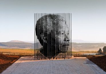 Mandela_Sculpture_Apartheid_Museum